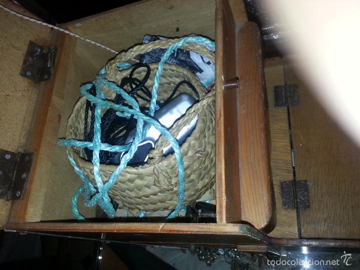 Coleccionismo deportivo: antigua caja pesca madera cajones apartados sillon cañeros carretes plomos sagarra linternas navaja - Foto 12 - 56418248