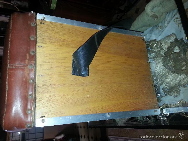 Coleccionismo deportivo: antigua caja pesca madera cajones apartados sillon cañeros carretes plomos sagarra linternas navaja - Foto 13 - 56418248