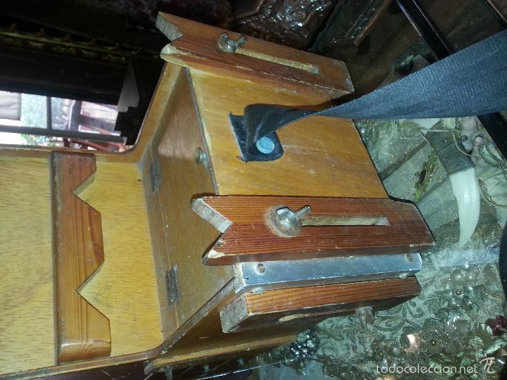 Coleccionismo deportivo: antigua caja pesca madera cajones apartados sillon cañeros carretes plomos sagarra linternas navaja - Foto 16 - 56418248