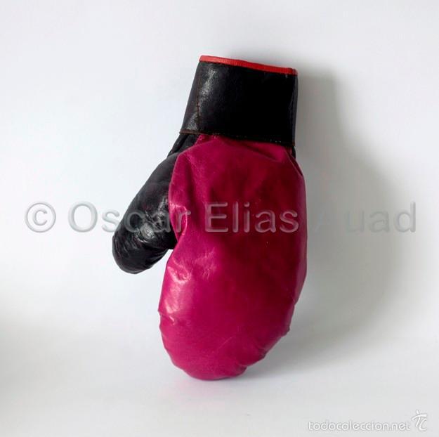Coleccionismo deportivo: Antiguo guante de boxeo de piel. Mide 23 x12 x 4 cm. En estado normal, envejecido por el uso - Foto 2 - 56893080