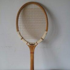 Coleccionismo deportivo: RAQUETA DUNLOP MAXPLY DE MADERA ANTIGUA. Lote 58153840