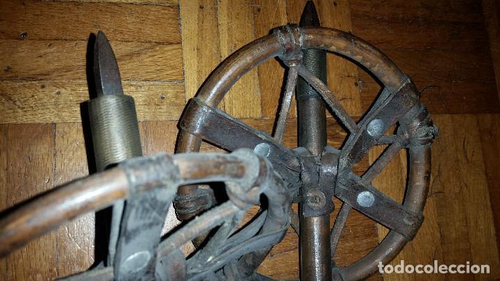 Coleccionismo deportivo: pareja de esquies con sus bastones originales y sus fijaciones - Foto 7 - 73764543