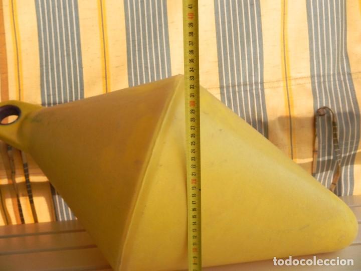 Coleccionismo deportivo: Boya de señalización o de amarre, lastrable. 68cm largo, 35cm ancho. sin fugas ni golpes. - Foto 5 - 77257909