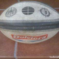 Coleccionismo deportivo: ANTIGUO BALON RUGBY DULCIORA EL SALVADOR VALLADOLID. Lote 85267548
