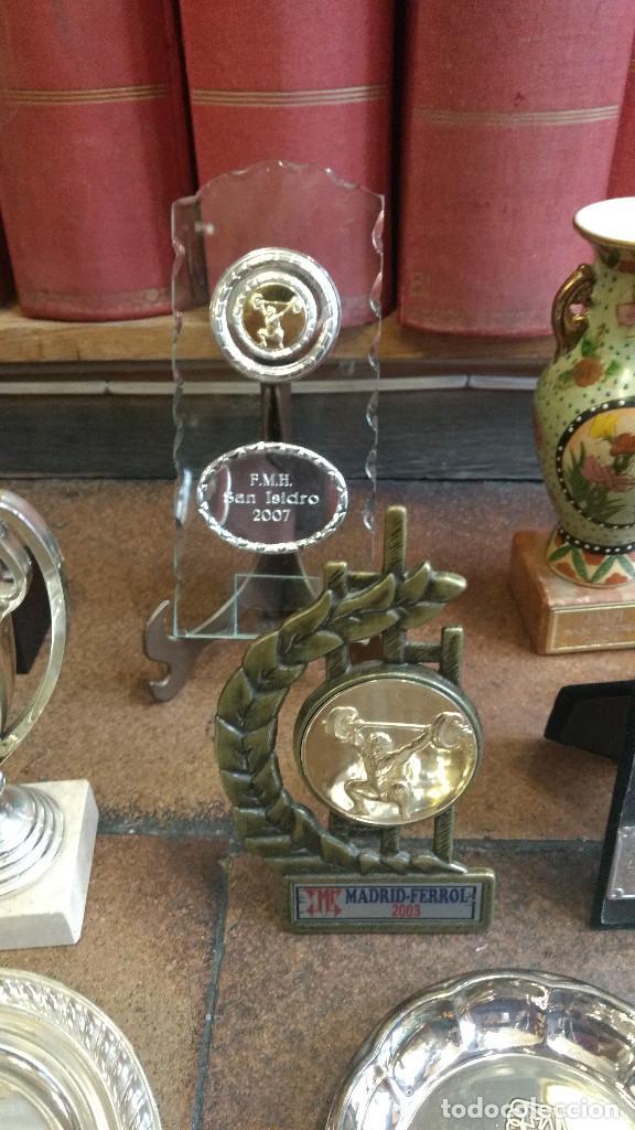 Coleccionismo deportivo: Lote de trofeos de halterofilia o levantamiento de pesas San Isidro Madrid. - Foto 3 - 89248796