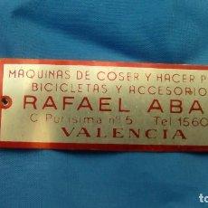 Coleccionismo deportivo: CHAPA METALICA BICICLETAS RAFAEL ABAD Y MAQUINAS DE COSER VALENCIA COLECCION. Lote 90852450