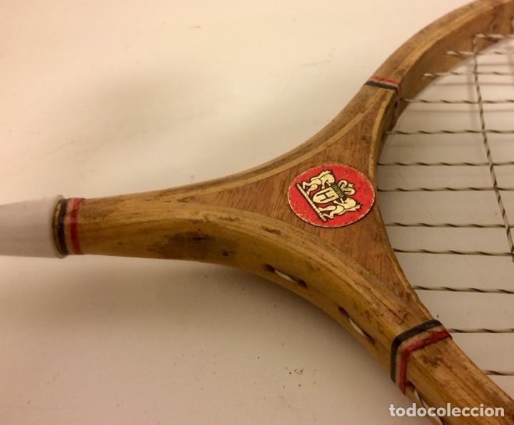 Coleccionismo deportivo: Pareja de raquetas de bádminton de madera de los años 50. - Foto 3 - 102595098