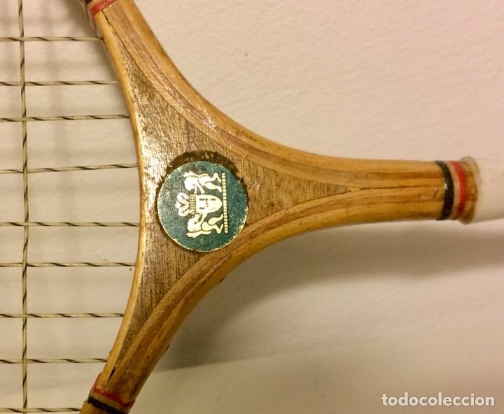 Coleccionismo deportivo: Pareja de raquetas de bádminton de madera de los años 50. - Foto 4 - 102595098