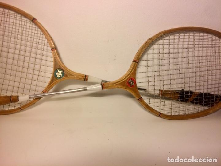 Coleccionismo deportivo: Pareja de raquetas de bádminton de madera de los años 50. - Foto 5 - 102595098