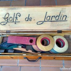 Coleccionismo deportivo: GOLF DE JARDÍN , MINIGOLF ANTIGUO AÑOS 20 , MALETA DE MADERA. Lote 103497579