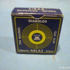 Coleccionismo deportivo: ANTIGUA CAJA DE BALINES DIABOLO PARA CARABINA DE AIRE COMPRIMIDO DE 4,5 CM INDUSTRIAS AARLAZ. EIBAR. Lote 105966207