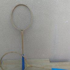 Coleccionismo deportivo: RAQUETA TENIS BADMINTON JUEGO DOS RAQUETAS DE MADERA MARCA DUETT GERMINA DDA. Lote 107053856
