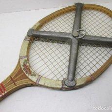 Coleccionismo deportivo: ANTIGUA RAQUETA TENIS DUNLOP MAXPLY, CON PRENSA ESTRELLA. Lote 110052531