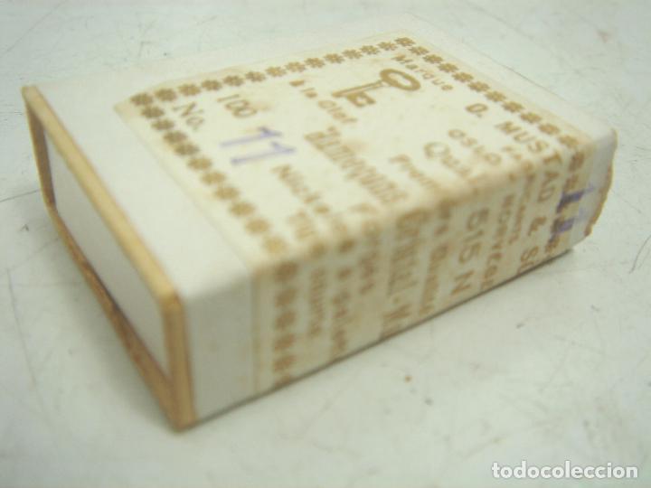 Coleccionismo deportivo: ANTIGUA CAJA ANZUELOS - MUSTAD & SON - N.11 - ANZUELO NUMERO once ANTIGUOS ANTIGUO MUSTAD&SON - Foto 5 - 113048443