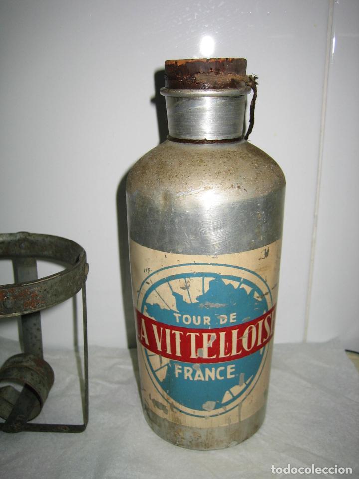 Coleccionismo deportivo: Pieza de Museo ciclismo.Antiguo bidon y soporte ciclista profesional. Tour de Francia. Marca Jalup - Foto 3 - 113352395