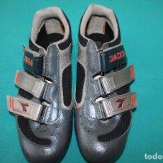 Coleccionismo deportivo: ZAPATILLAS CICLISMO DIADORA-CON CALAS-VINTAGE. Lote 118011095