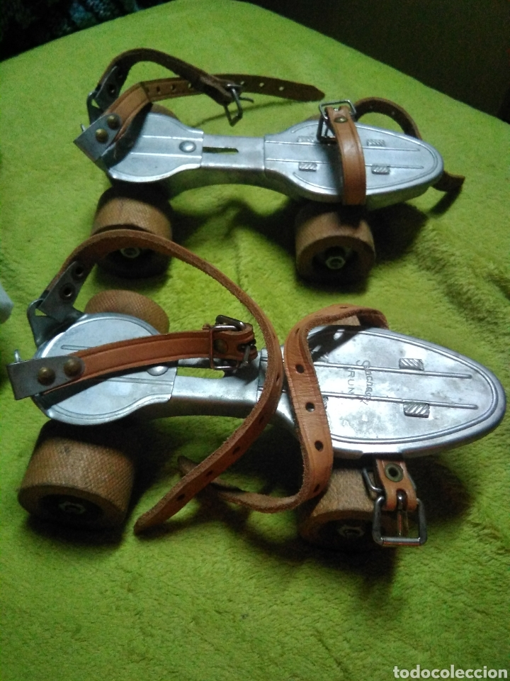 Coleccionismo deportivo: Patines antiguo Patin es para pie de 21 cm con ruedas madera - Foto 2 - 120779716
