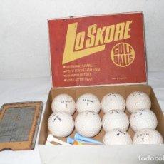 Coleccionismo deportivo: CAJA BOLAS GOLF Y COMPLEMENTOS LO SKORE.ENGLAND. Lote 121891167