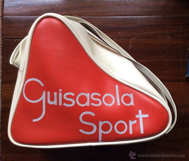 Coleccionismo deportivo: PATINES SOBRE HIELO VINTAGE CON BOLSA DE GUISASOLA SPORT Y ABONO DE LA PISTA DE HIELO NOGARO BILBAO - Foto 2 - 51553356