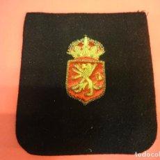 Coleccionismo deportivo: ESCUDO BORDADO ORIGINAL REAL FEDERACIÓN ESPAÑOLA DE HOCKEY. AÑOS 1950S. PROCEDE DE ANTIGUO JUGADOR. Lote 125219495
