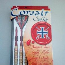 Coleccionismo deportivo: -CORSAIR SOFTIP-DARDOS DE COMPETICION -16 GRAMOS-HARROWS DARTS-SIN USAR-MADE IN ENGLAND-3 PLUMAS. Lote 125655427