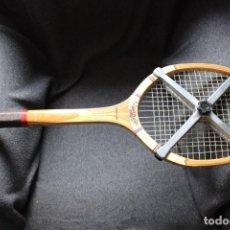 Coleccionismo deportivo: RAQUETA DE TENIS DE MADERA DUNLOP MAXPLY. Lote 132683342