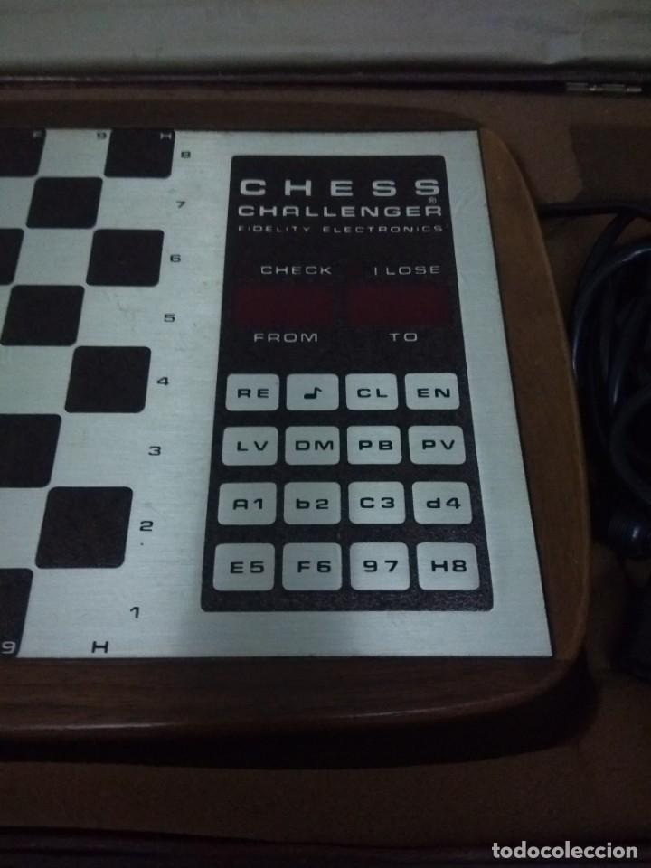 Coleccionismo deportivo: Preciosa maleta con juego de ajedrez electrónica - Foto 2 - 134185598