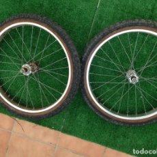 Coleccionismo deportivo: JUEGO 2 RUEDAS BICICLETA BMX PARA BH, GAC,CON LLANTA Y CUBIERTA CORRECTAS . Lote 135547930