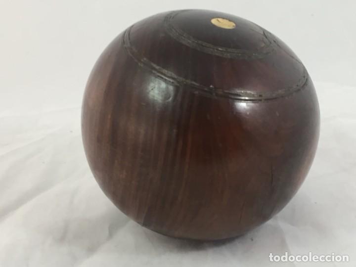 Coleccionismo deportivo: Antigua bola de madera asimétrica de Bowls juego inglés, bonita pátina muy decorativa. 5 in - Foto 3 - 137275222