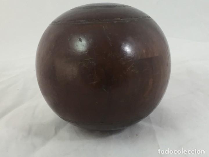 Coleccionismo deportivo: Antigua bola de madera asimétrica de Bowls juego inglés, bonita pátina muy decorativa. 5 in - Foto 4 - 137275222