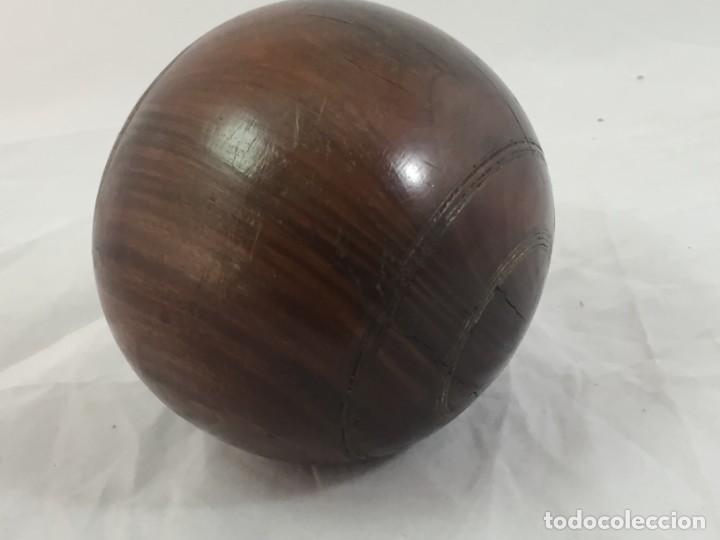 Coleccionismo deportivo: Antigua bola de madera asimétrica de Bowls juego inglés, bonita pátina muy decorativa. 5 in - Foto 5 - 137275222