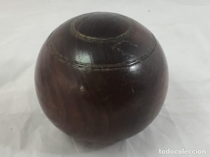 Coleccionismo deportivo: Antigua bola de madera asimétrica de Bowls juego inglés, bonita pátina muy decorativa. 5 in - Foto 6 - 137275222