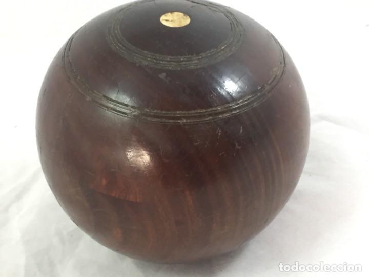 Coleccionismo deportivo: Antigua bola de madera asimétrica de Bowls juego inglés, bonita pátina muy decorativa. 5 in - Foto 10 - 137275222
