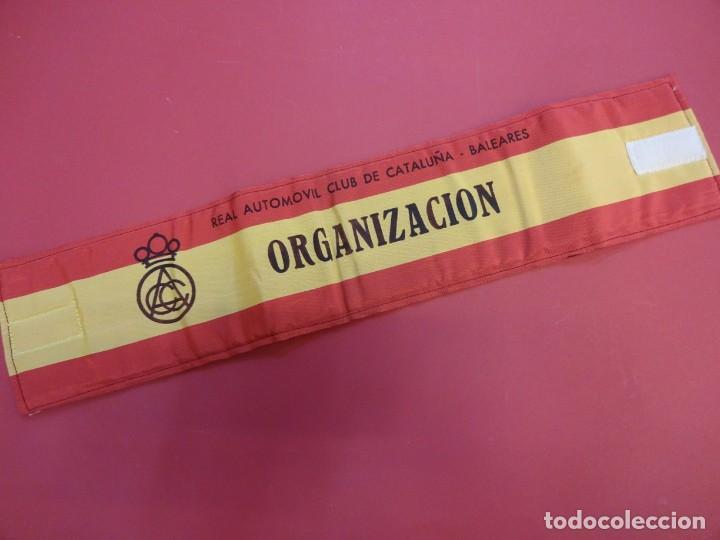 RACC CATALUÑA-BALEARES. BRAZAL ACOLCHADO ORGANIZACION PRUEBA AUTOMOVILÍSTICA AÑOS 1970S (Coleccionismo Deportivo - Material Deportivo - Otros deportes)