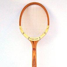 Coleccionismo deportivo: RAQUETA TENIS DE MADERA DUNLOP MAXPLY. AÑOS 70/80. Lote 147210990