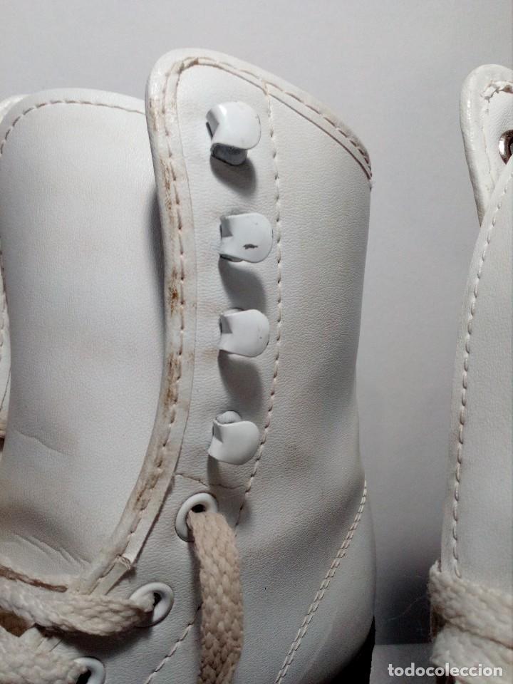 Coleccionismo deportivo: PATINES VINTAGE DE RUEDAS Y BOTA PIEL COLOR BLANCO DE LA TALLA 36 (BIEN CONSERVADOS) AÑOS 80 - Foto 4 - 149410082