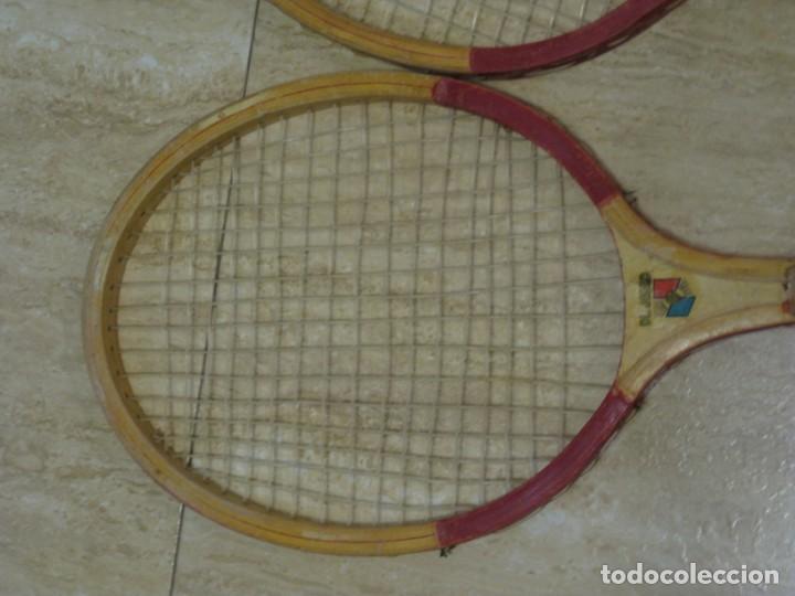 Coleccionismo deportivo: Dos raquetas antiguas de madera. Diamond. 61cm - Foto 3 - 150090062