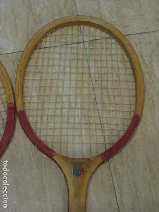 Coleccionismo deportivo: Dos raquetas antiguas de madera. Diamond. 61cm - Foto 4 - 150090062
