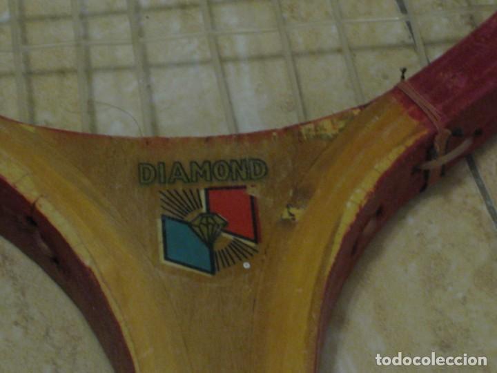 Coleccionismo deportivo: Dos raquetas antiguas de madera. Diamond. 61cm - Foto 7 - 150090062