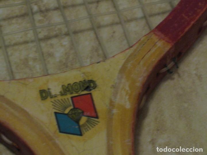 Coleccionismo deportivo: Dos raquetas antiguas de madera. Diamond. 61cm - Foto 8 - 150090062