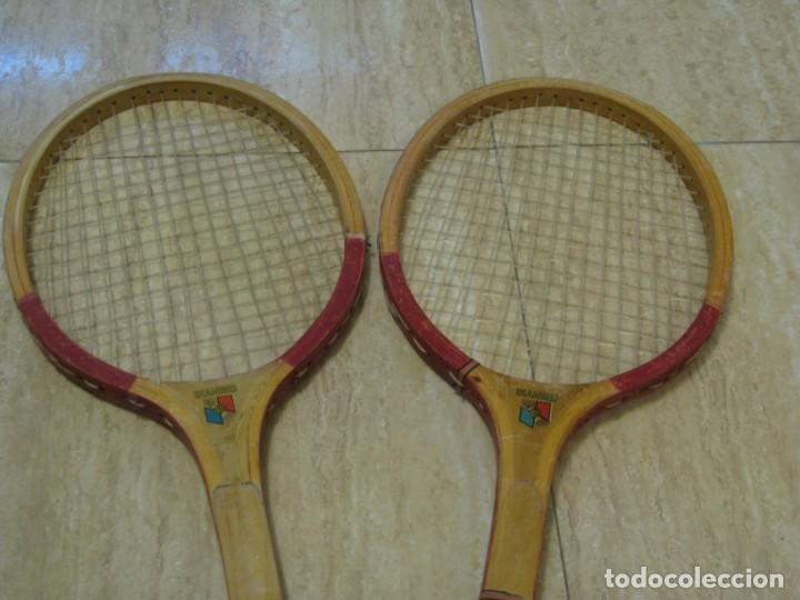 Coleccionismo deportivo: Dos raquetas antiguas de madera. Diamond. 61cm - Foto 10 - 150090062