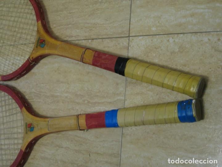 Coleccionismo deportivo: Dos raquetas antiguas de madera. Diamond. 61cm - Foto 11 - 150090062