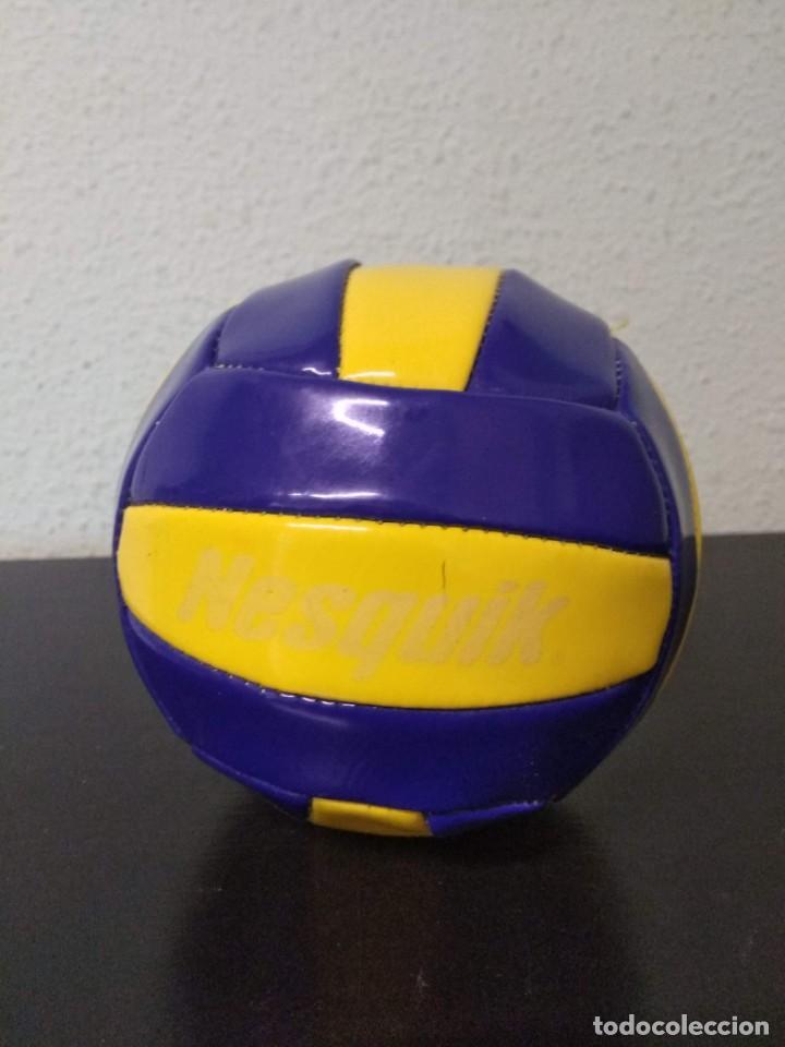 PELOTA TIPO VOLLEY NESQUIK (Coleccionismo Deportivo - Material Deportivo - Otros deportes)