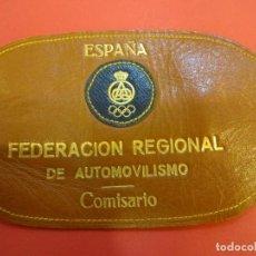 Coleccionismo deportivo: ANTIGUO BRAZAL EN PIEL COMISARIO. FEDERACIÓN REGIONAL DE AUTOMOVILISMO. ESPAÑA. RACC. AÑOS 1970S. Lote 152153710