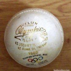 Coleccionismo deportivo: PELOTA BÉISBOL. OLYMPIAD ROMA 1960. AS USED. DELUX. HANS RAJ MAHAJAN. INDIA. BUEN ESTADO.. Lote 160411774