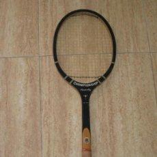 Coleccionismo deportivo: ANTIGUA RAQUETA DE MADERA. CHAMPIONSHIP. 69CM.. Lote 161921654