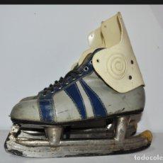 Coleccionismo deportivo: PATINES DE HIELO.MADE IN URSS.KIEV. Lote 165249406