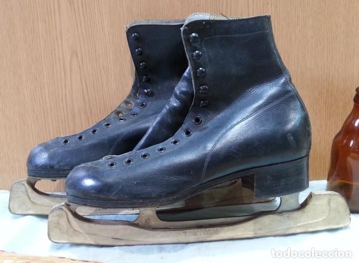 Coleccionismo deportivo: Patines de hielo. Antiguos. De bota y metal. Años 60 - Foto 2 - 166985004