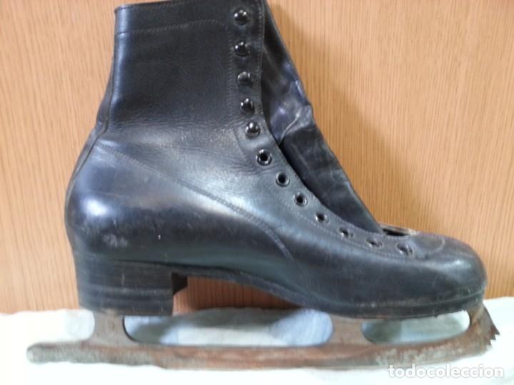 Coleccionismo deportivo: Patines de hielo. Antiguos. De bota y metal. Años 60 - Foto 4 - 166985004