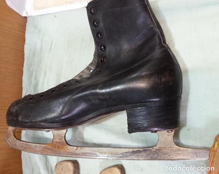 Coleccionismo deportivo: Patines de hielo. Antiguos. De bota y metal. Años 60 - Foto 6 - 166985004